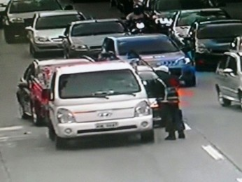 Três veículos se envolveram em acidente na Agamenon Magalhães; trânsito está complicado (Foto: Divulgação/ CTTU)