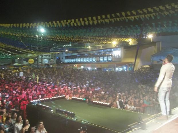 Parque do Povo ficou lotado com o show da banda Magníficos (Foto: Rafael Melo/G1)
