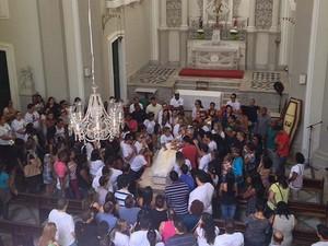 Técnico de informática morto na Ribeira é enterrado em Salvador (Foto: German Maldonado/ TV Bahia)