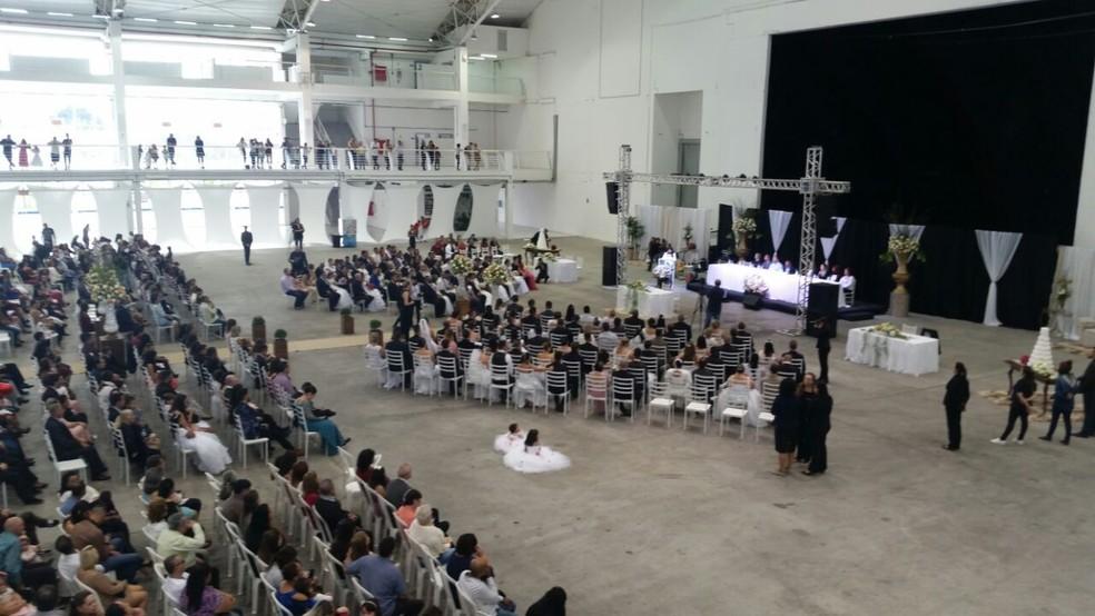 Evento reuniu 78 casais em Itajaí (Foto: Prefeitura de Itajaí/Divulgação)