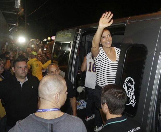 Cercada por fãs, Ivete chega ao Fortal (Foto: Divulgação / Fred Pontes)