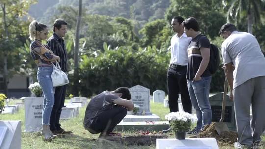 Teaser: quarteto enterra mala de dinheiro de Júlio em cemitério de animais