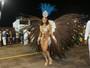 Aline Riscado desfila no carnaval de SP com costeiro pesado: 'Eu aguento'
