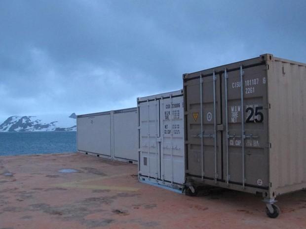 Marinha posiciona os módulos emergenciais para o uso ainda nesse verão (Foto: Eduardo Carvalho/G1)