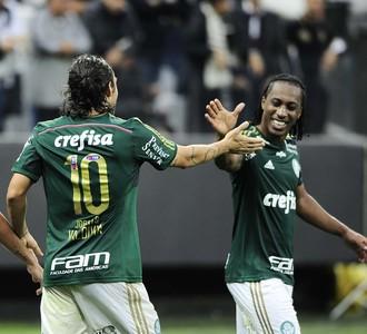 Corinthians x Palmeiras Comemoração Zé Roberto Valdivia (Foto: Marcos Ribolli)