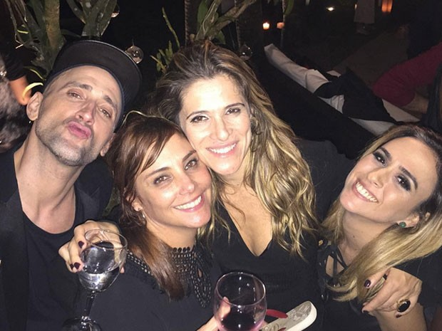 Paulo Gustavo, Heloisa Périssé Ingrid Guimarães e Tatá Werneck em festa (Foto: Instagram/ Reprodução)
