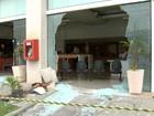 Cliente tem 'dia de fúria' e usa marreta para quebrar loja de telefônica no Rio