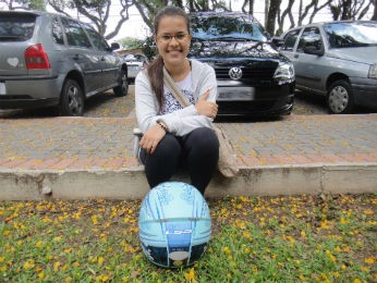 Gabriela Stainzack, de 19 anos, fazer o Enem para conseguir uma bolsa na uuniversidade (Foto: Bibiana Dionísio/ G1 PR)