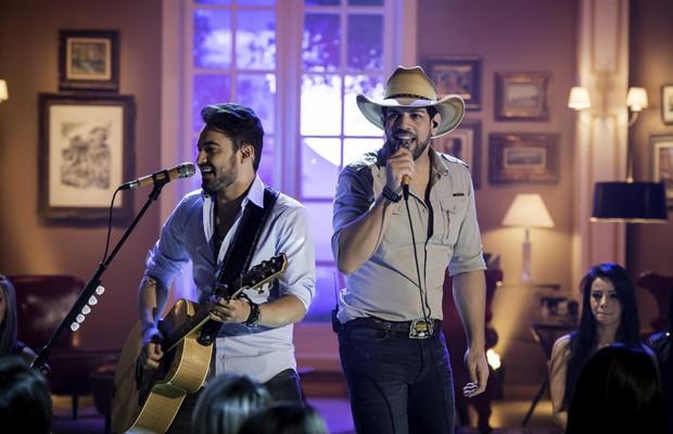 A dupla Fernando & Sorocaba vai misturar música, entretenimento e muita diversão em um show já percorreu o país inteiro (Foto: Divulgação)