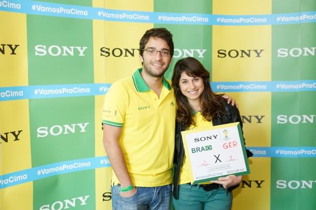 Humberto Carrão e Chandelly no Ponto de Encontro de encontro Sony do jogo Brasil x Alemanha - BH (Foto: Sony Produtora 7)