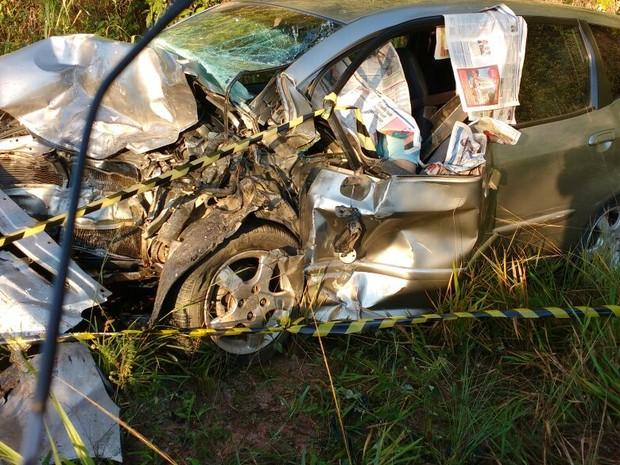 Carro envolvido em acidente em Marataízes (Foto: VC no ESTV)