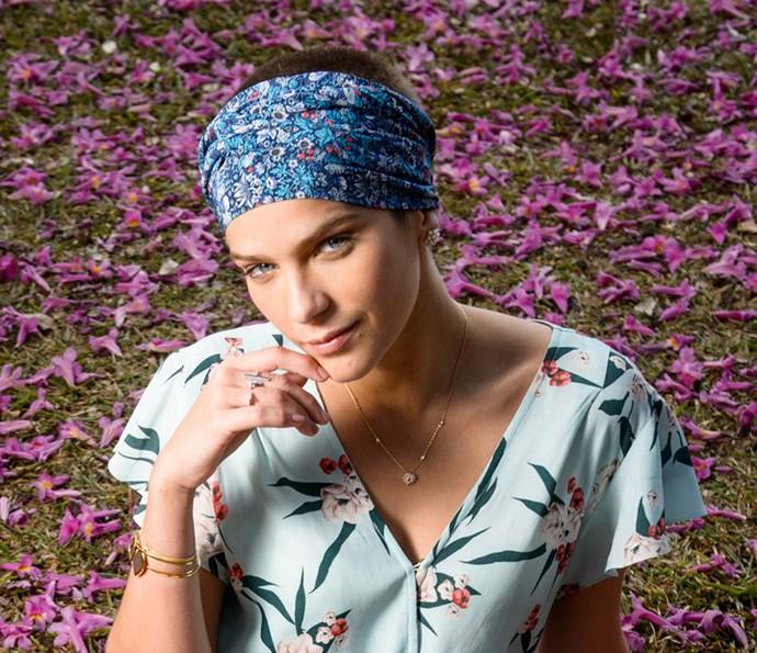 Isabella Santoni é Letícia, filha de Helô (Foto: Ramon Vasconcelos/TV Globo)
