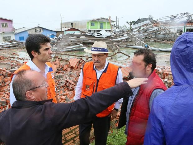 Ministro da Integração Nacional, Hélder Barbalho, e governador José Ivo Sartori visitam São Francisco de Paula (Foto: Luiz Chaves/Palácio Piratini)