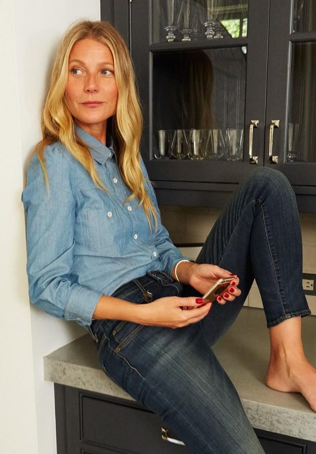 Gwyneth Paltrow veste peças da primeira coleção da Goop Label (Foto: Divulgação)