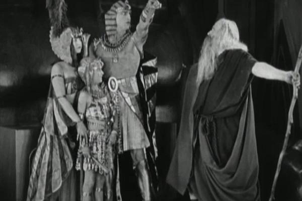 Uma cena do clássico Os 10 Mandamentos (1923) (Foto: Reprodução)