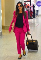 Look do dia: Mariana Rios usa terninho rosa-choque no Rio