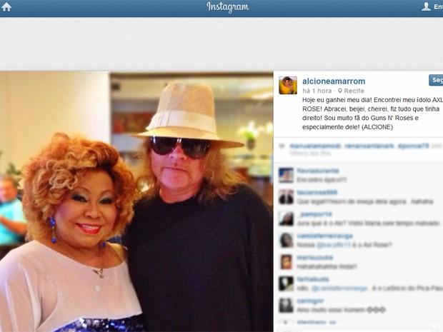Imagem divulgada por Alcione no Instagram que mostra encontro com Axl Rose, líder do Guns, neste domingo (13) (Foto: Reprodução/Instagram)