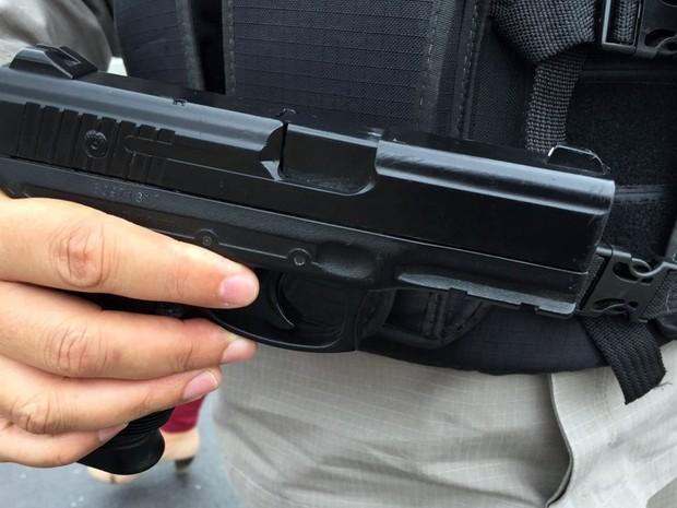 Réplica de pistola foi encontrada com suspeitos após acidente em João Pessoa, diz polícia (Foto: Walter Paparazzo/G1)