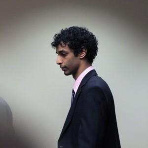 Dharun Ravi chega ao tribunal para ouvir sua sentença nesta segunda (21) em New Brunswick, Nova Jersey (Foto: Mel Evans / AP)