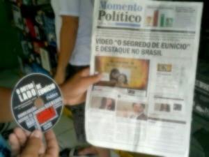 Jornais com difamação a candidatos foram apreendidos (Foto: PF/Divulgação)