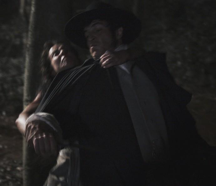 Rubião se assusta ao perceber que alguém se aproxima  (Foto: TV Globo)