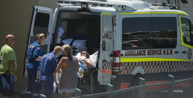 Tyler Wright foi levada ao hospital por precaução (Foto: WSL)