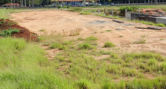 Parque Aquático inacabado em Uberlândia (Foto: Caroline Aleixo/GLOBOESPORTE.COM)