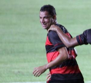 Jogadores do Moto comemoram primeiro gol de 2015 (Foto: De Jesus/ Jornal O Estado)