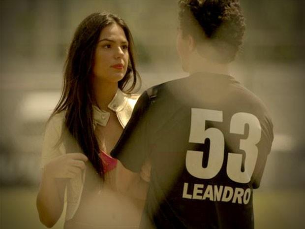Suelen vai atrás de Leandro no Flamengo (Foto: Avenida Brasil / TV Globo)