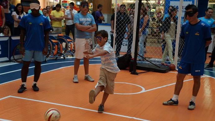 Crianças sem deficiência visual participam de clínica com craques da seleção brasileira de futebol de 5, em Natal (Foto: Divulgação/Ideia Comunicação)