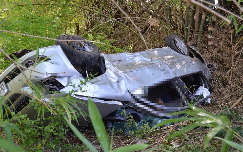 Segundo a PRF, condutora perdeu o controle da direção e carro capotou (Foto: Berimbau Notícias)