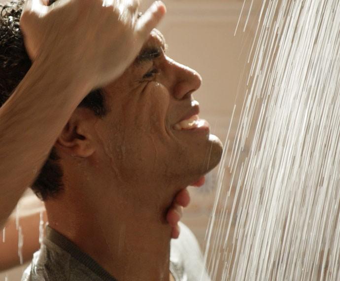 Ivan cai no choro! (Foto: TV Globo)