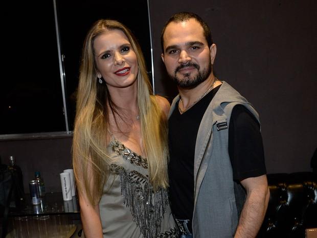 Luciano e a mulher, Flávia Camargo, em show em Goiânia, Goiás (Foto: Francisco Cepeda/ Ag. News)