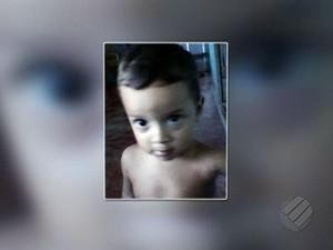 Paragominas – Família enterra corpo de criança vítima de ataque de cães no Pará