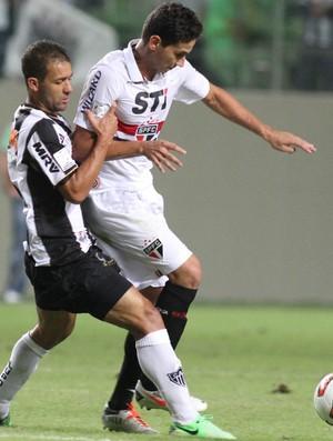Pierre e Ganso, Atlético-MG x São Paulo (Foto: EFE)