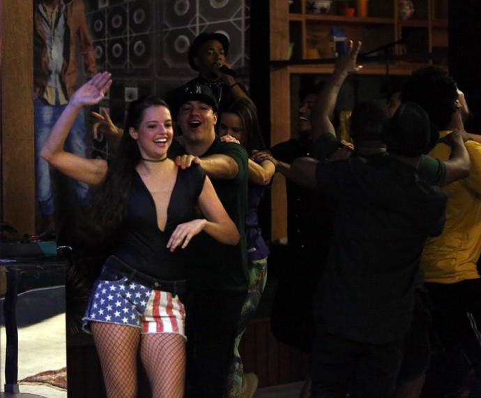 Teve trenzinho puxado por Agatha Moreira no funk do Nego do Borel! (Foto: Raphael Dias / Gshow)