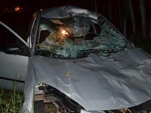 Todos os passageiros do carro ficaram levemente feridos (Foto: Diego Pereira/Mariane Gava/Mais Tupã/Divulgação)