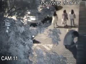 Suspeito fugiu de prédio pulando muro de prédio em Santos (Foto: Reprodução/G1)