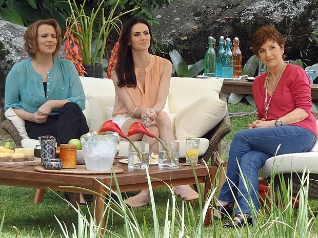 Dondocas não suportam ver Leonor com Emily (Foto: Salve Jorge/TV Globo)