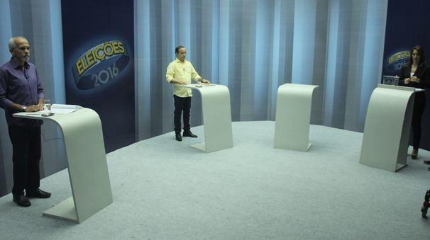 Debate contou com a participação dos candidatos Edvaldo Nogueira (PCdoB) e de Valadares Filho (PSB) (Foto: Divulgação / TV Sergipe)