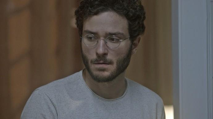 Elio fica surpreso ao encontrá-la (Foto: TV Globo)