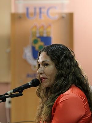 Luma Oliveira, na defesa do estudo de doutorado, na Universidade Federal do Ceará (Foto: Igor Grazianno/UFC)