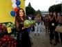 Salma Hayek, de transparência, se diverte em première nos EUA