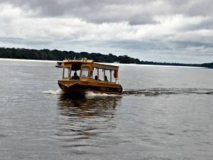 Barco escola são meio de tranporte para alunos do interior (Foto: Suelen Gonçalves/G1 AM)