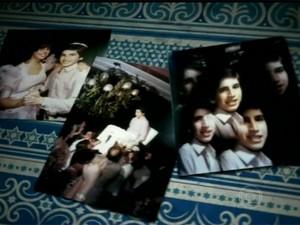 Caco Ciocler e o álbum de sua festa de Bar-Mitzvá (Foto: Video Show/TV Globo)