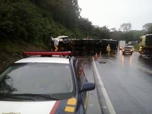 Acidente ocorreu em uma curva da BR-373, em Guamiranga (Foto: Rennê Oliveira/Rádio Estilo FM)