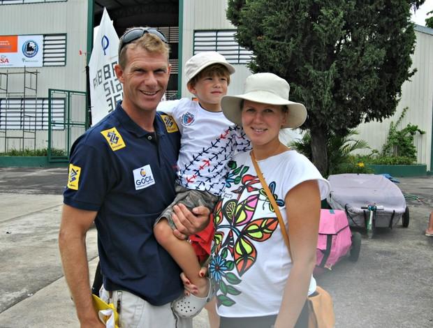 Robert Scheidt vela mulher e filho (Foto: João Gabriel Rodrigues / GLOBOESPORTE.COM)