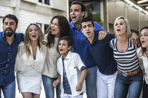 Atores cantam e dançam na nova campanha de fim de ano da Globo (Foto: Raphael Dias/ TV Globo)