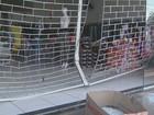 Ladrões usam carro para invadir e furtar loja de roupas de Nova Odessa
