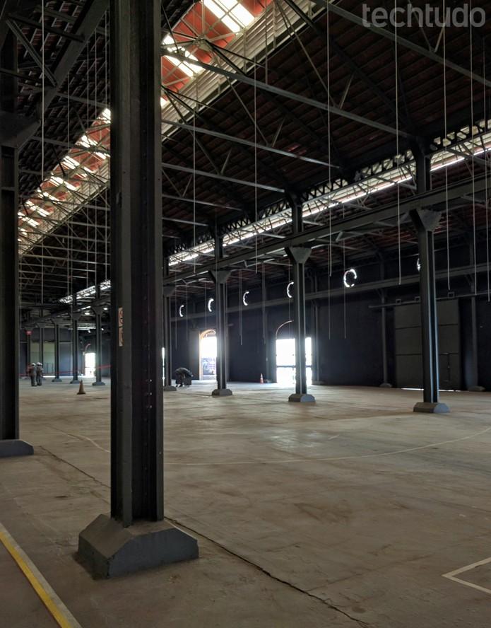 Um galpão de mais de dois mil metros quadrados na região da praça Mauá vai abrigar três estúdios, mais três salas de workshops e salas de eventos para atender youtubers brasileiros (Foto: Melissa Cruz / TechTudo)
